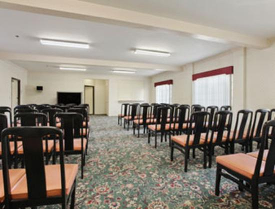 Lynwood Century Freeway Travelodge: Meeting Room