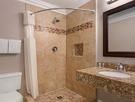 Lotus of Lompoc - A Great Hospitality Inn : Bathroom