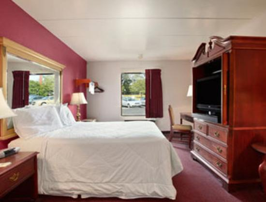 Travelodge-Florence/Cincinnati South: Deluxe One Queen Bed Room