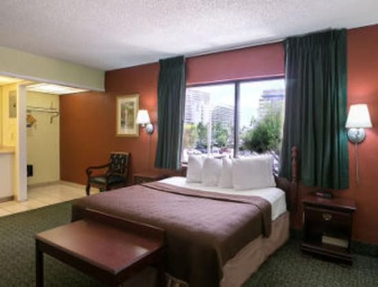 Travelodge Fort Lauderdale Beach: Standard One King Bed Room