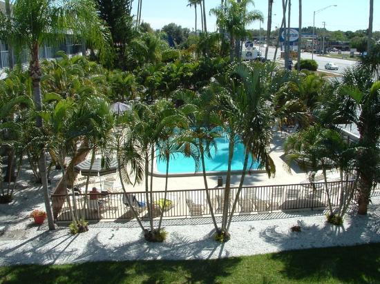Lantern Inn & Suites: Sarasota Exterior