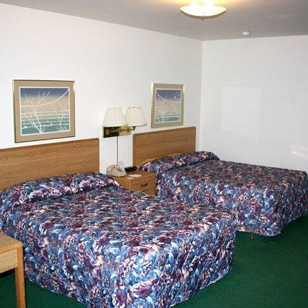 Village Inn Motel: Village Inn Waupaca WIBed