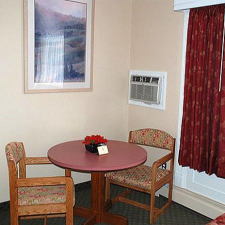 Merrill Field Inn: Guest Room