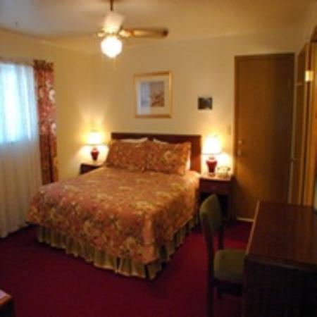 Budget Host Deluxe Inn Fredericksburg: Room