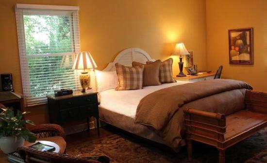 MacArthur Place - Sonoma's Historic Inn & Spa: Guest Room