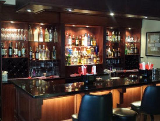 Ramada Rockaway : Bar