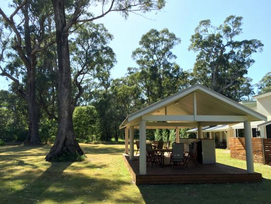 Inn the Tuarts Guest Lodge Busselton: The Garden and the BBQ
