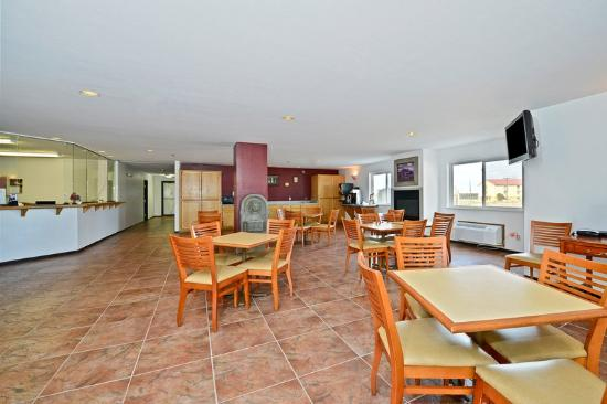 Americas Best Value Inn & Suites Cheyenne: Breakfast