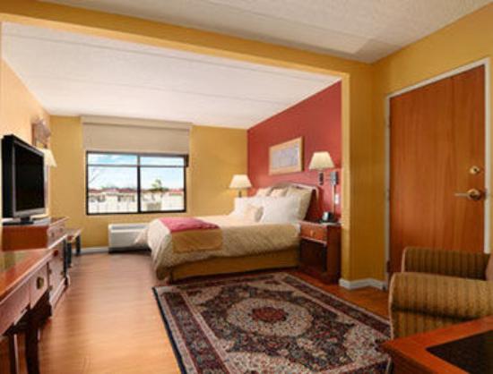 Wingate by Wyndham Atlanta/Buckhead : Standard King Bed Room