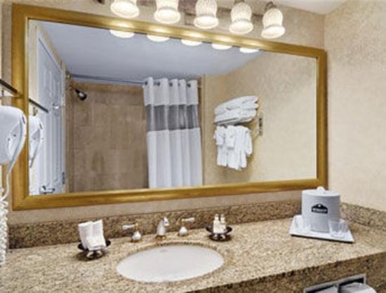 Wingate by Wyndham Atlanta/Buckhead: Bathroom