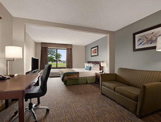 Wingate By Wyndham Round Rock Hotel Conference Center King Room With Couch
