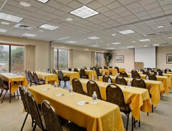 Wingate by Wyndham Vineland : Meeting Room