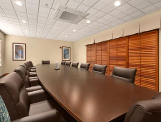 Wingate by Wyndham Garner/Raleigh South: Board Room