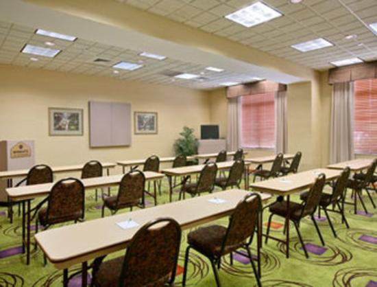 Wingate By Wyndham Charlotte Airport I-85 / I-485 : Meeting Room