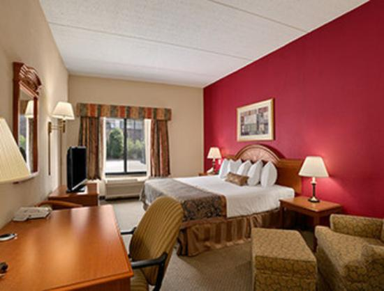 Wingate by Wyndham Arlington Heights: ADA Room