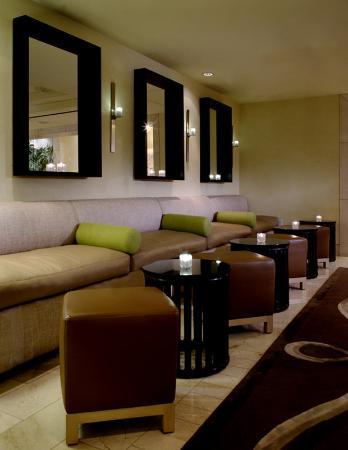 Hotel Amarano Burbank: Bar/Lounge