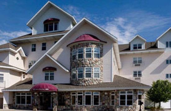 Cherry Tree Inn & Suites Main Entrance