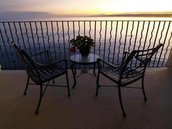 Monterey Bay Inn: Oceanfront Room Balcony