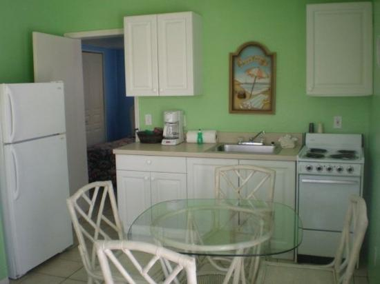 Tropical Breeze Resort: All Suites Have Full Kitchens