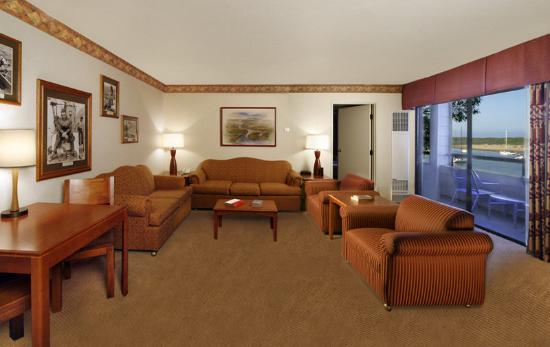 456 Embarcadero Inn & Suites: 2 Room Suite A