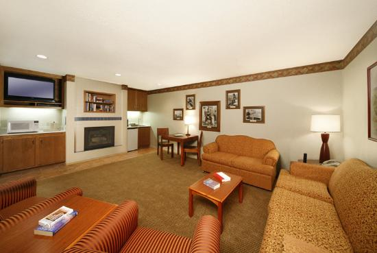 456 Embarcadero Inn & Suites: 2 Room Suite B