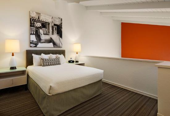 Inn at Venice Beach: Loft Bedroom
