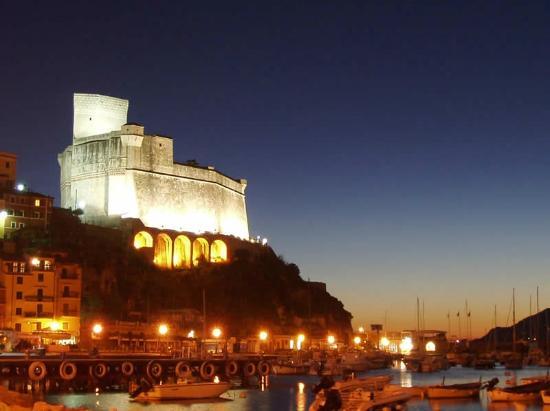 Castello di Lerici: notturna