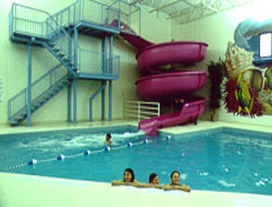 Indoor pool with waterslide  Indoor Pool and Waterslide - Picture of Days Inn Kenora, Kenora ...