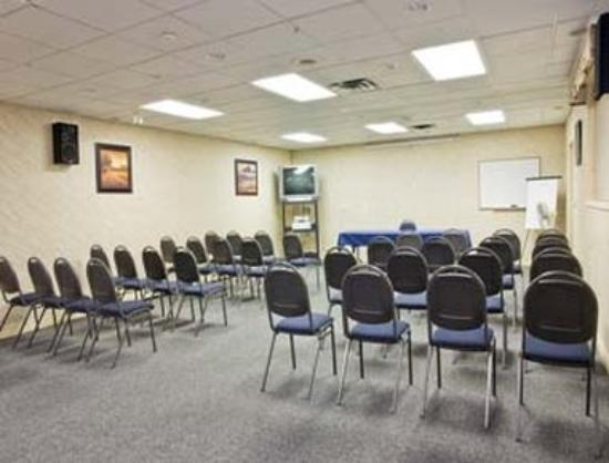 Howard Johnson Hotel Victoria: Meeting Room