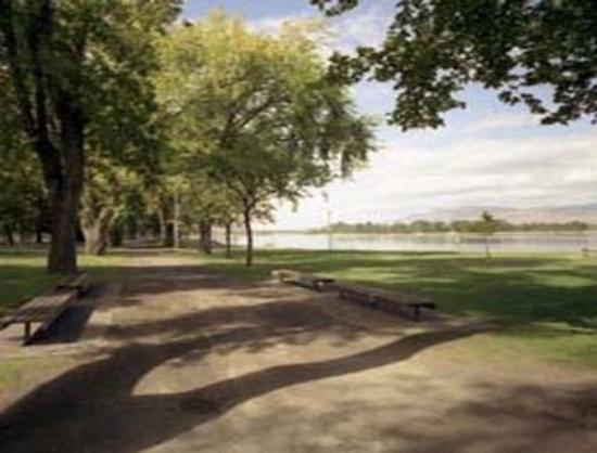 Howard Johnson Downtown Kamloops: Riverside Park