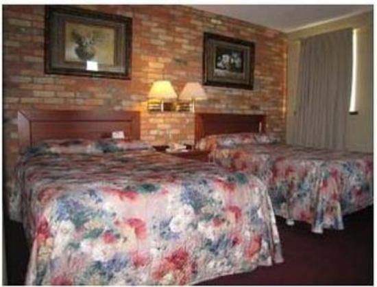 Howard Johnson Hotel Toronto Yorkville: Two Bed Room