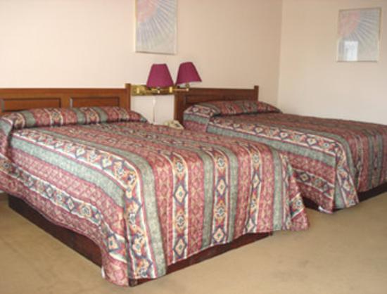 Howard Johnson Inn Fort Erie: Two Bed Room