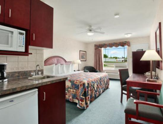 Super 8 Drumheller: Standard King Bed Room