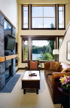 Nita Lake Lodge: 2 Bedroom Lake View Suite