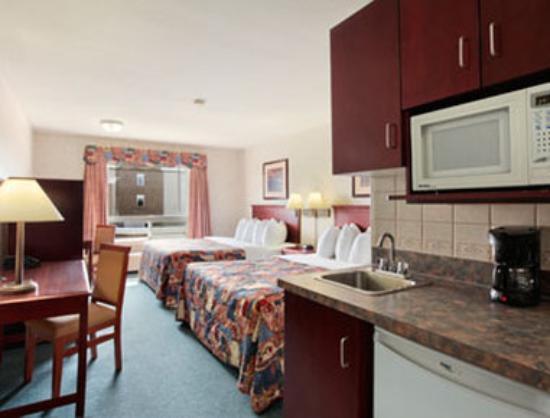 Super 8 Drumheller: Standard Two Queen Bed Room