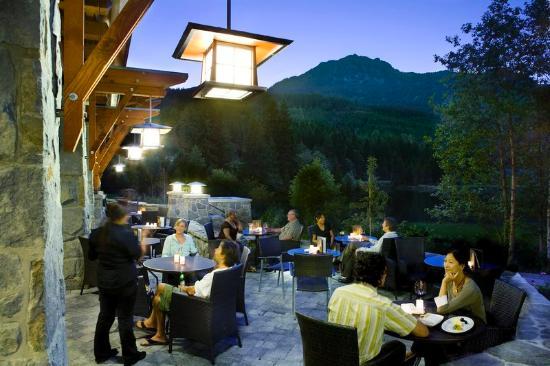 Nita Lake Lodge: Lakeside Patio