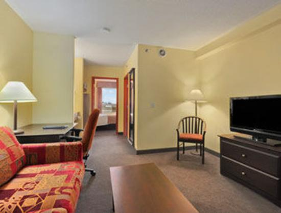 Super 8 Barrie: Executive Suite