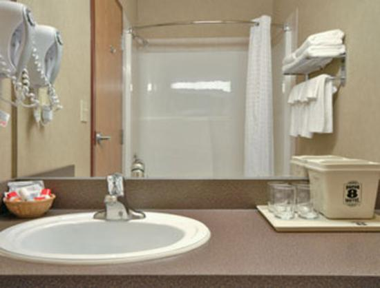 Canalta Rimbey: Bathroom