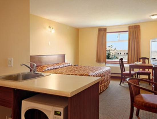Super 8 Fort Saskatchewan : King Bed Room with MicroFridge