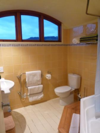 Huntington Stables Retreat Accommodation : Nice bathroom !