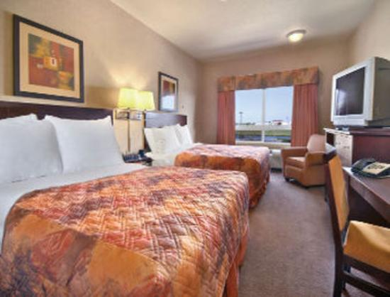 Ramada Stettler: 2 Queen Bed Room