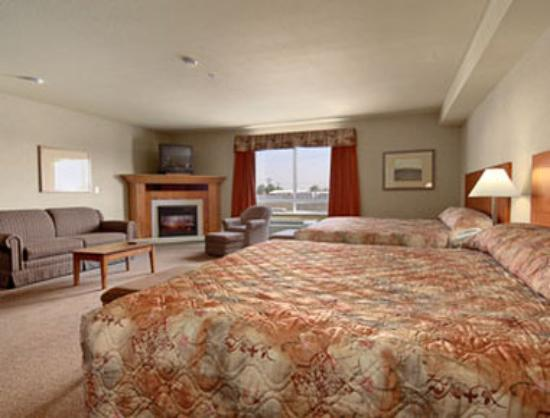 Ramada Airdrie Hotel and Suites: Two King Beds Kitchenette Suite
