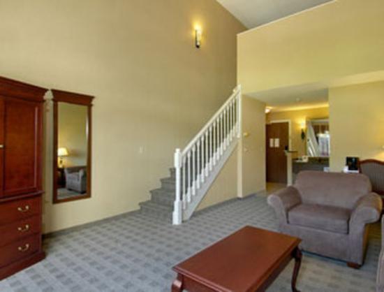 Ramada Kelowna Hotel & Conference Centre: Loft Suite