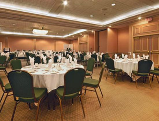 Ramada Plaza Dartmouth Park Place: Banquet Room