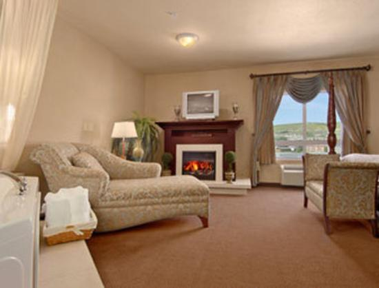 Ramada Drumheller Hotel & Suites: Honeymoon Suite