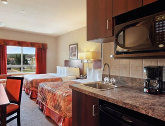 Ramada Drumheller Hotel and Suites: Standard Two Queen Bed Room