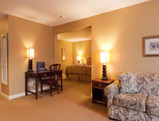 Ramada Plaza Abbotsford Hotel and Conference Centre: King Suite