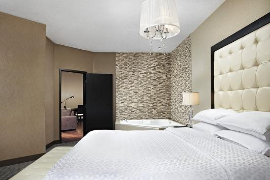 Four Points by Sheraton Calgary West: Presidential Suite Bedroom