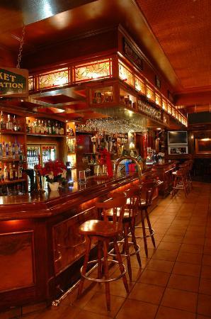 """هوتل سيناتور: Winston""""s English Pub"""