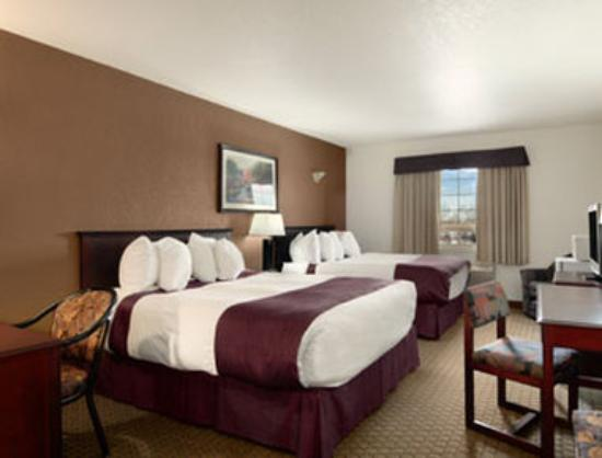 Ramada Red Deer Hotel and Suites: Standard Two Queen Bed Room